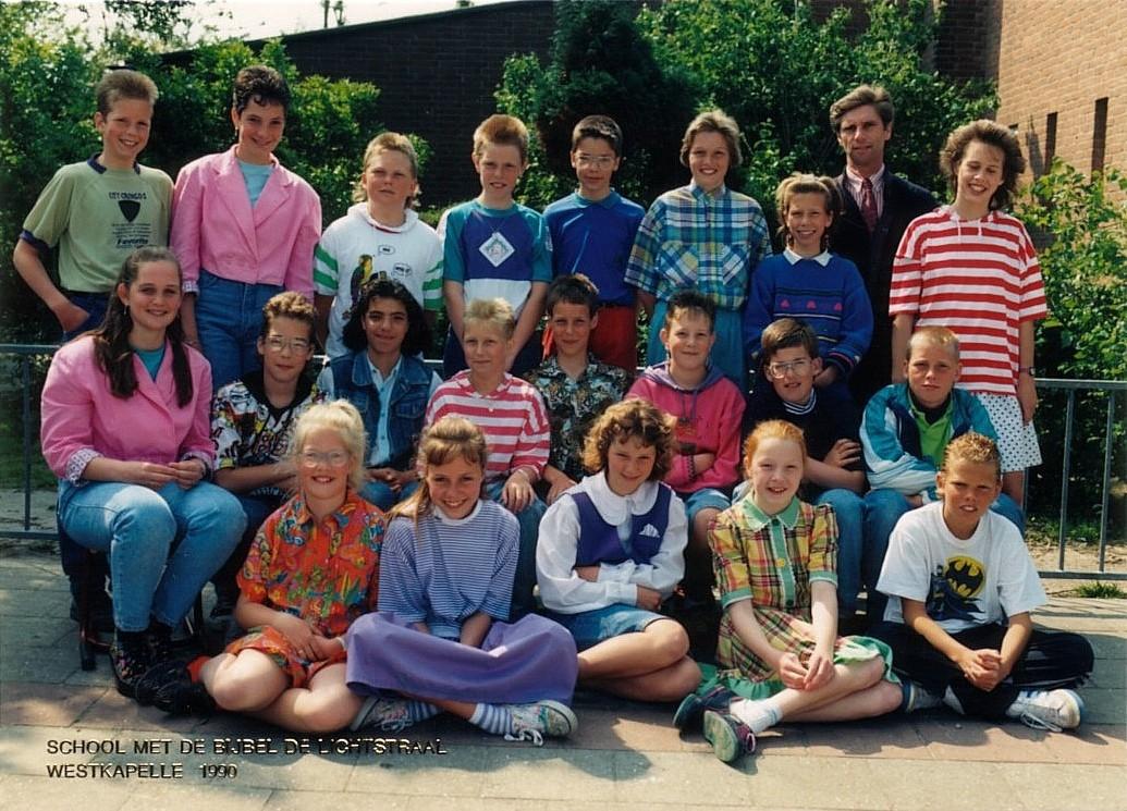 School met de bijbel De Lichtstraal foto