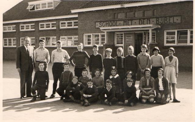 School Met De Bijbel De Hoeksteen foto
