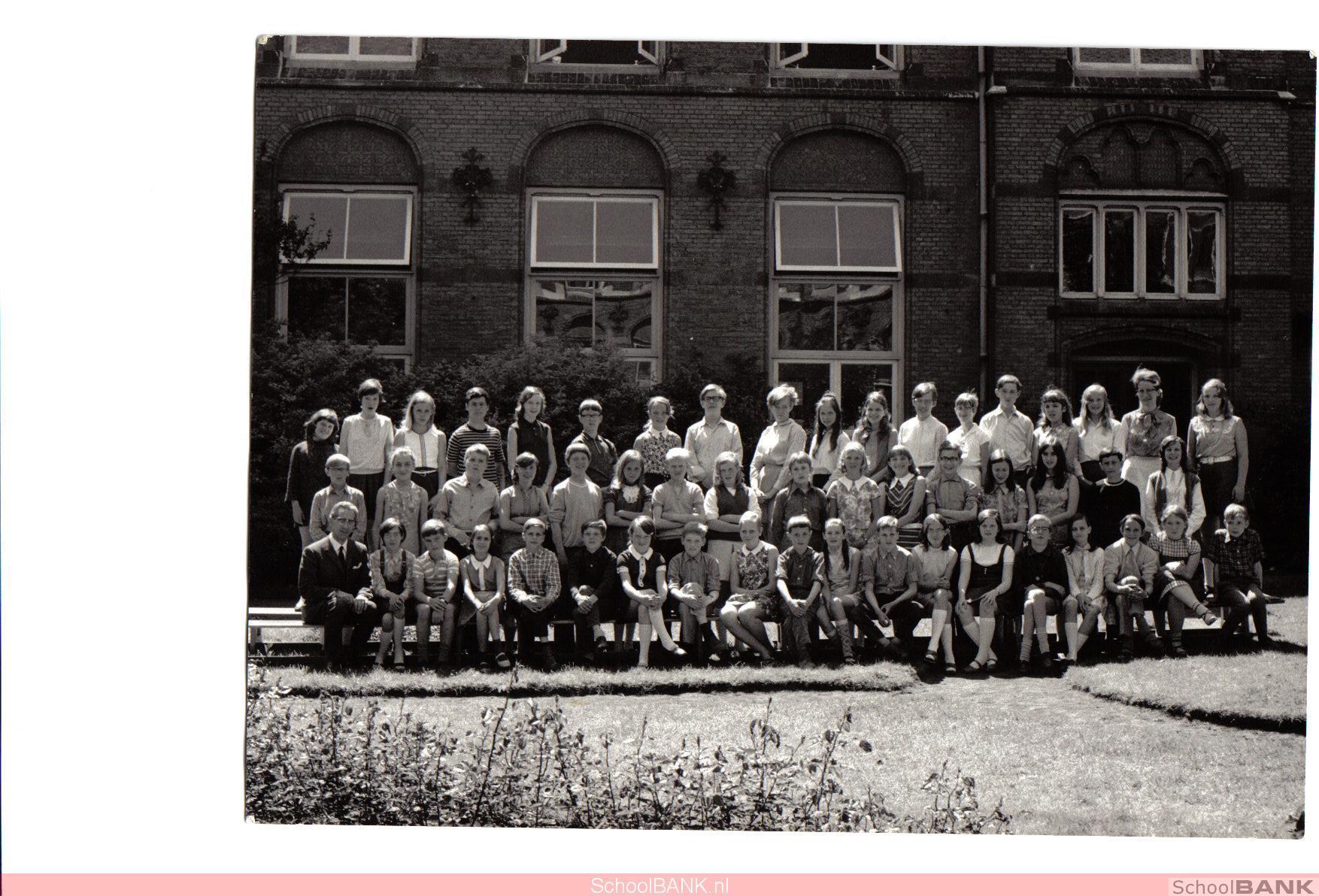 Mariaschool Lagere school, bijzondere school voor meisjes foto