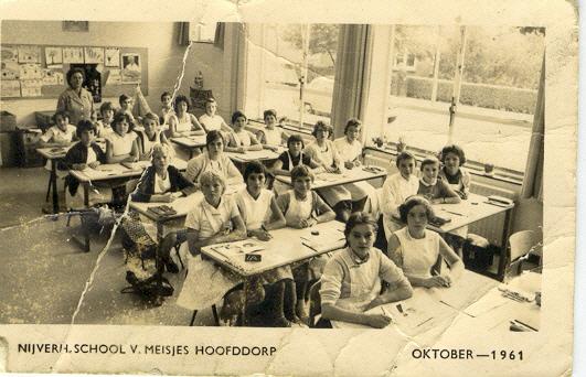 Nijverheidschool voor meisjes foto
