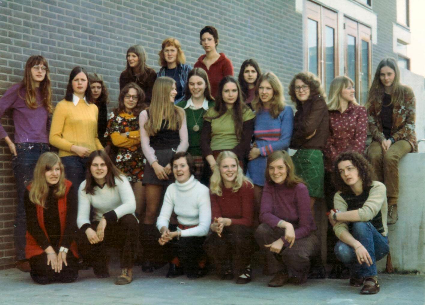 K.L.O.S ( Opleidingschool voor kleuterleidsters) foto