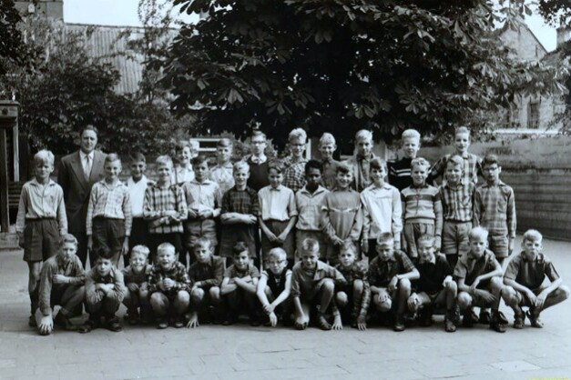 Thomas Van Aquino-School foto