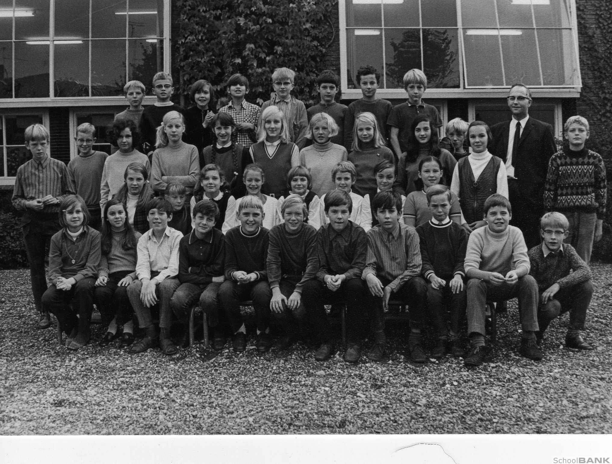 Cort van der Lindenschool foto
