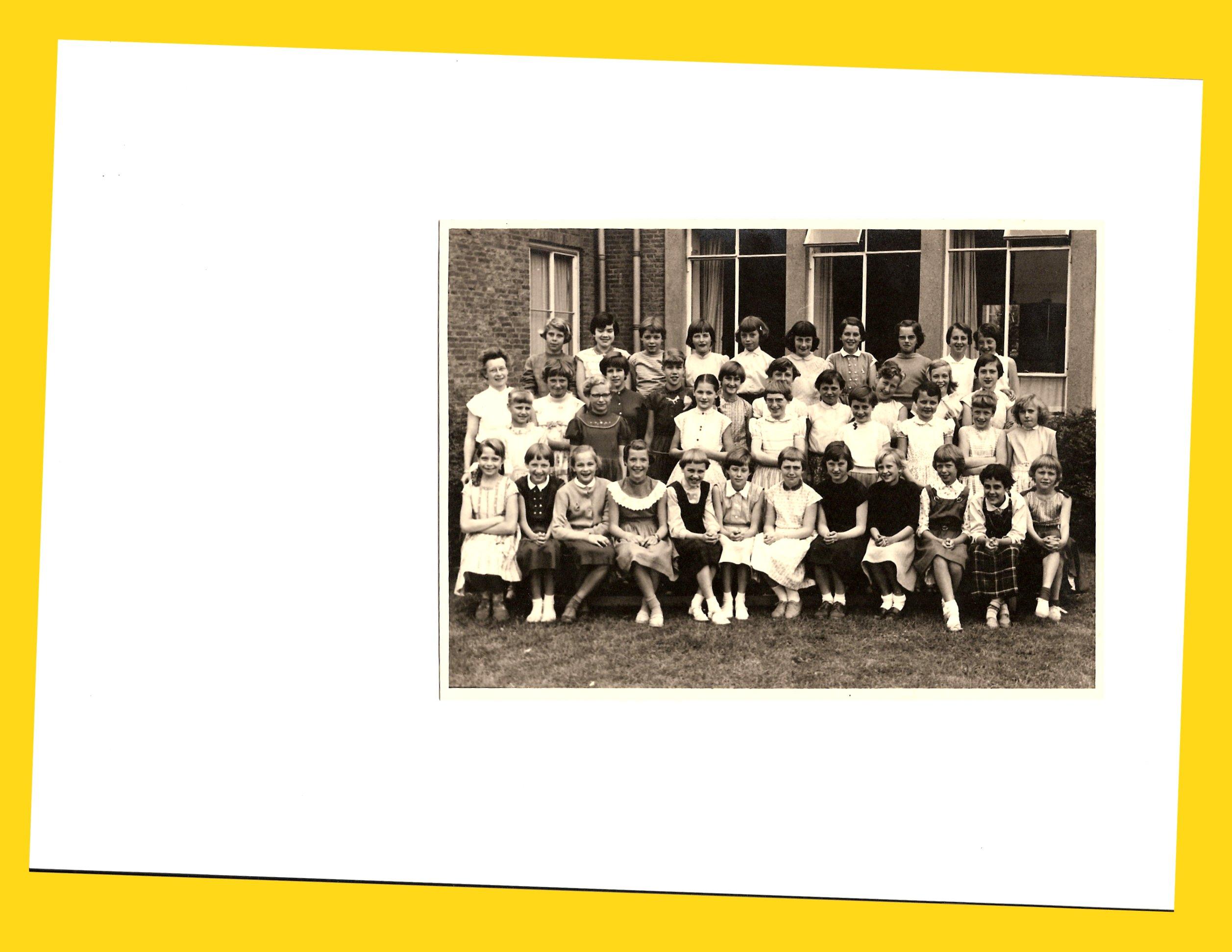 R.K. Meisjesschool St. Emma foto
